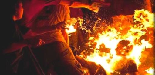 خطير .. شاب يحرق نفسه بمدينة شفشاون (فيديو)
