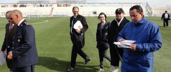 مفتش الاتحاد الإفريقي لكرة القدم بملعب سانية الرمل !