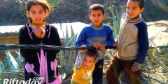 خطير : براءة الأطفال معرضة للموت إثر لعبها بأسلاك الكهرباء بالعالم القروي