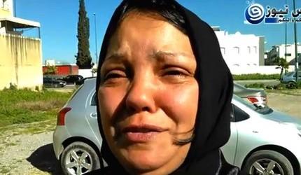 فيديو : امراة تتهم شرطيين بالاعتداء عليها