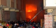 حريق مهول يشبّ في دكان، ويتسبب في انهيار منزل وإصابة أشخاص وخسائر بمئات الملايين