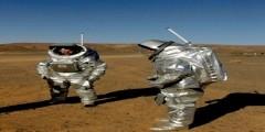 رواد فضاء يتجولون في مرزوكة