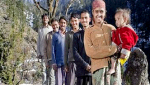 فتاة هندية تتزوج من خمسة أشقاء وتعيش معهم بغرفة واحدة