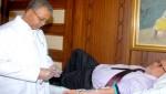 رئيس الحكومة بنكيران والوزراء يتبرعون بدمهم في الرباط