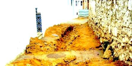 إستنكار ساكنة حي طابولة بتطوان بعد مخلفات أشغال أمانديس