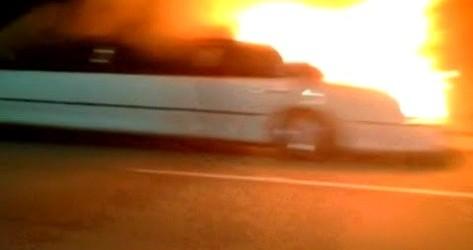 بالفيديو.. احتراق عروس أثناء زفافها في سيارة ليموزين