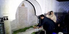 حميد شباط يزور قبر عبد الخالق الطريس بتطوان