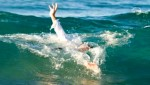 بعد محاولته لإنقاذ فتاتين شاب من الناظور يموت غرقا في شاطئ العرائش