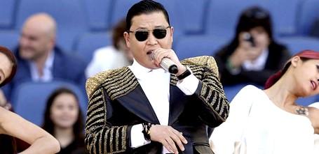 الجمهور الإيطالي يحرج المغني بساي ويطالبه بالتنحي بسبب الأزمة في إيطاليا