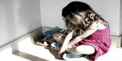 اعتقال أم سلمت ابنتها ذات 10 سنوات لعشيقها ليمارس عليها شذوذه الجنسيا