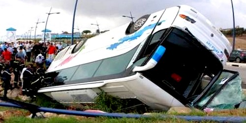 انقلاب حافلة لنقل المسافرين قرب أزمور ينتج عنها عشرات الجرحى والمصابين