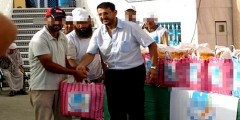 أحد المحسنين يوزع 1500 قفة كمساعدة للفقراء بمدينة مرتيل