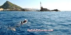 الشاب التطواني حسن بركة يقطع مضيق طارق سباحة كأصغر مغربي قام بهذا الإنجاز