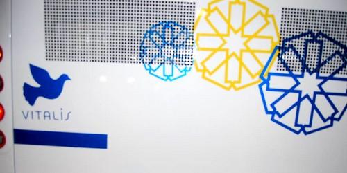 """""""حمامة"""" ملصقة بالحافلات الجديدة يستفز لونها الازرق رئيس المدينة"""