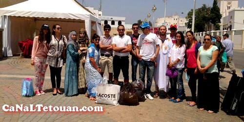 """شباب تطوان يطلقون حملة """"بصمة النور"""" ويوزعون الملابس على الأسر المعوزة"""