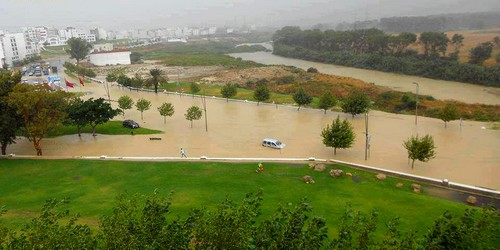 عواصف وأمطار طوفانية تغرق مدينة تطوان وتخلف ذعرا بين سكانها