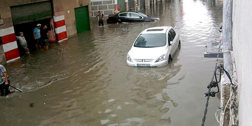 سكان حي الرياض زيانة يغرقون في المياه !!