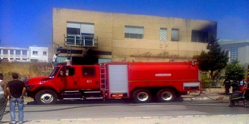 حريق يلتهم أحد المصانع بالمنطقة الصناعية أكزناية بطنجة