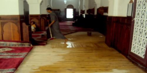 مسجد جامع الكبير بتطوان يغرق في أول ليلة ممطرة واستنكار شديد للمصلين