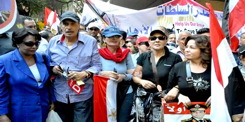 بالصور: تعرف على أبرز الفنانين المصريين المؤيدين للسيسي والرافضين لمرسي