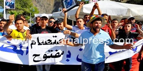 أعضاء جمعية شي السردين بالمضيق يخوضون إضرابا ويشلون حركة السير بالميناء
