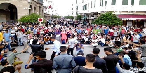 طلبة جامعات مرتيل يصعدون احتجاجاتهم ضد شركة النقل الحضري