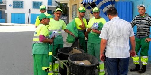 إنطلاق عملية توزيع الأكياس البلاستيكية في مرتيل بمناسبة عيد الأضحى