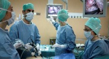 طاقم طبي بمدينة الحسيمة ينجح في تخليص سيدة ستينية من ورم سرطاني