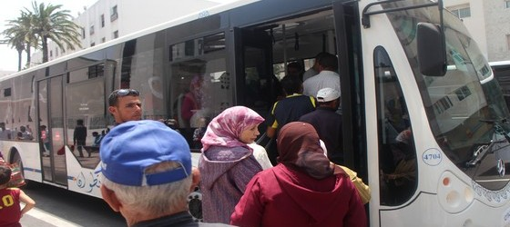 رئيس بلدية مرتيل يتوصل لإتفاق مع حافلات النقل حول تخفيض التسعيرة داخل المجال الحضري