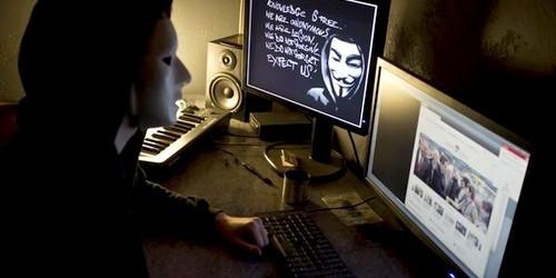 الشرطة الإسبانية تعتقل مغربيين ضمن شبكة قراصنة سرقت 60 مليون دولار من شبابيك بنكية