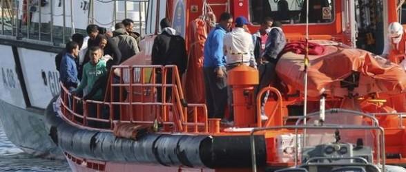 إغاثة 2653 مهاجرا سريا في مياه إقليم الأندلس خلال سنة 2013