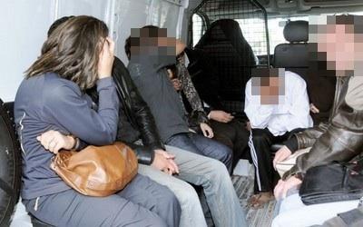 العناصر الأمنية تداهم مقاهي الشيشا و تعتقل عشرات الأشخاص بمرتيل !