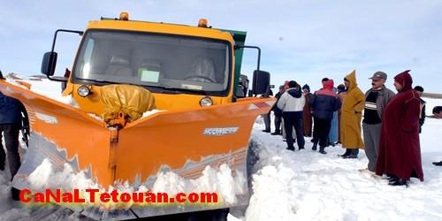 الحسيمة .. إنقاذ عالقين وسط الثلوج في قمة جبل تدغين