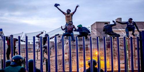 عدد المهاجرين الذين أفلحوا في عبور سياج سبتة
