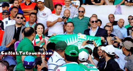 الوزيرة شرفات أفيلال تطوانية الأصل شجعت فريق الرجاء رفقة الوزير أوزين !