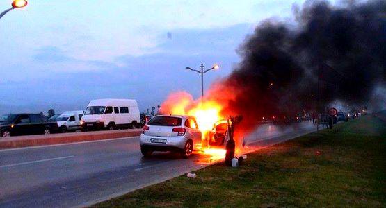 خطير … احتراق سيارة بشكل مهول على الطريق الرابطة بين تطوان ومرتيل