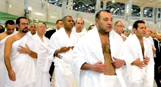 الملك محمد السادس يؤدي مناسك العمرة بالديار المقدسة (فيديو)