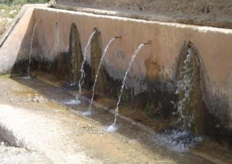 بيع المياه المعبأة من المنابع بتطوان تجارة موسمية لا تعرف الكساد خلال رمضان