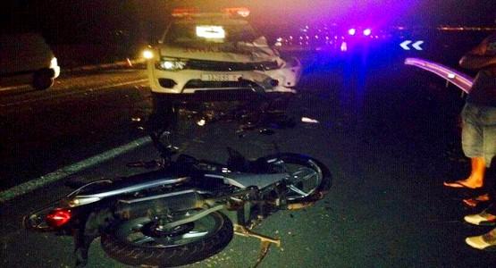 شاب يلقى مصرعه بعد اصطدام سيارة اسعاف بدراجة نارية على طريق تطوان – واد لاو