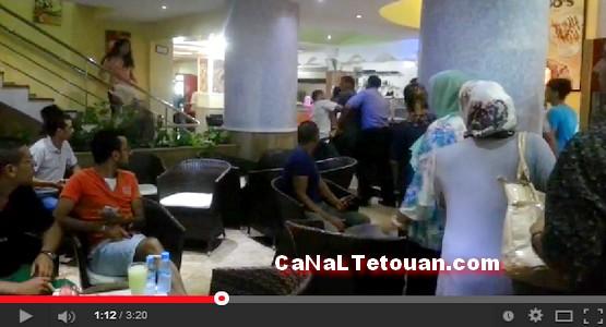 بالفيديو … شاهد لحظة قبض الشرطة على مروع مرتادي مقاهي كورنيش مرتيل