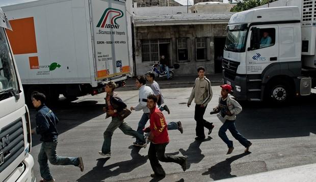 السلطات الاسبانية تعرقل دخول أبناء تطوان إلى سبتة