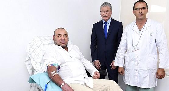 جلالة الملك محمد السادس يتبرع بالدم في تطوان !
