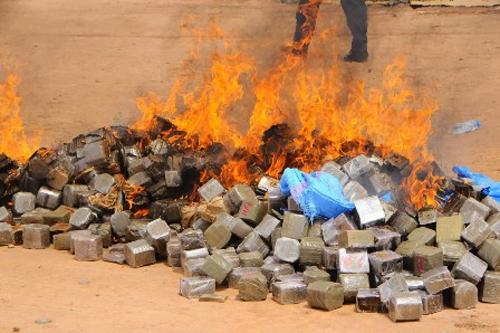 طنجة : السلطات تقوم بإتلاف كميات مهمة من الكوكايين والهروين