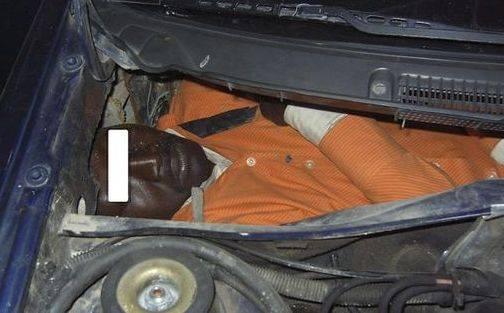 انقاذ مهاجر افريقي عثر عليه في حالة حرجة داخل صندوق سيارة بمعبر سبتة
