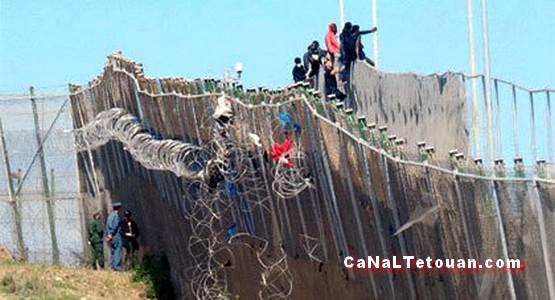 مرصد الشمال يستنكر وضع السلطات المغربية أسلاكا شائكة على حدود سبتة