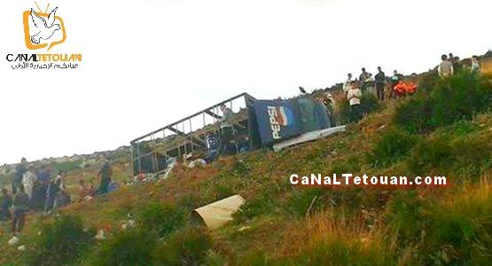 انقلاب شاحنة محملة بالمشروبات الغازية على طريق بوعنان بتطوان