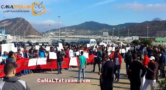 بالصور .. أبناء جهة طنجة تطوان يشاركون في الوقفة الاحتجاجية بميناء طنجة ! والسبب …