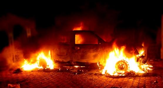 اضرام النار في سيارة شرطي بتطوان !