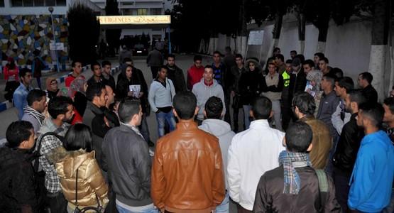 الطلبة بتطوان يحتجون بمستشفى سانية الرمل للإفراج عن جثة زميلهم