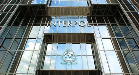 الإنتربول يحل بطنجة وتطوان للتحري حول شبكة لتبييض الأموال وتهريب المخدرات